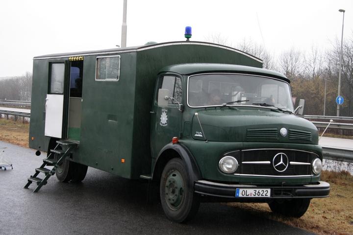Mercedes 710 police Niedersachsen OL 3622