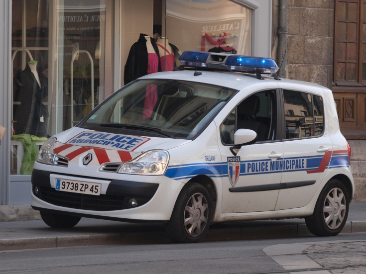 Police car photos renault parolcar police municipale orleans for Police orleans