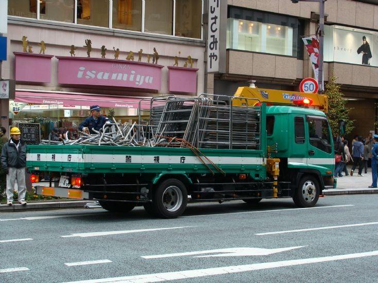 Tokyo Police Department Isuzu rear photo