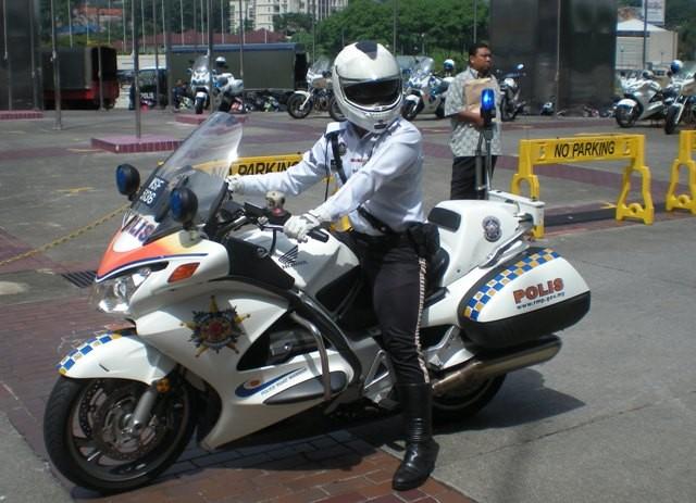 Malaysia Police - Honda Escort Bike side view