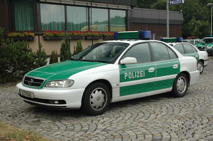 Autobahn Polizei Duisburg Opel