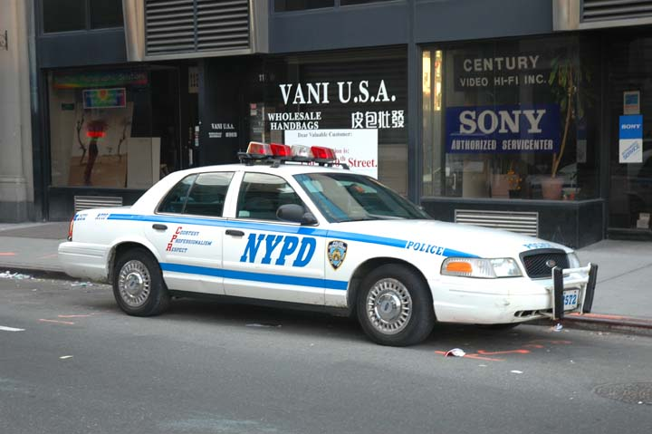 photo of a Ford Crown Victoria NYPD patrolcar 2572