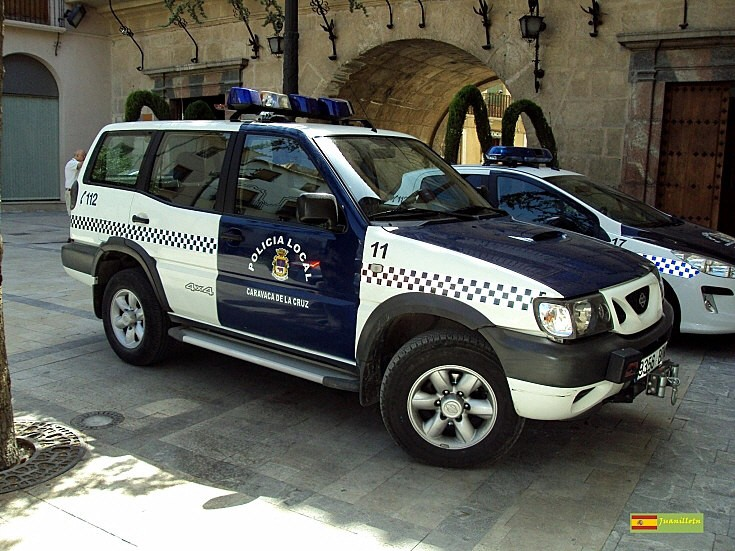 police car photos nissan terrano ii 4x4. Black Bedroom Furniture Sets. Home Design Ideas