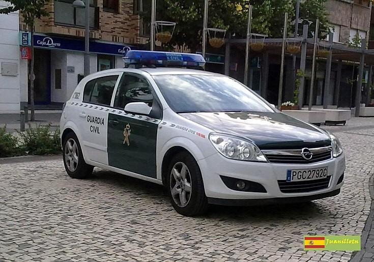 Guardia Civil Opel Astra