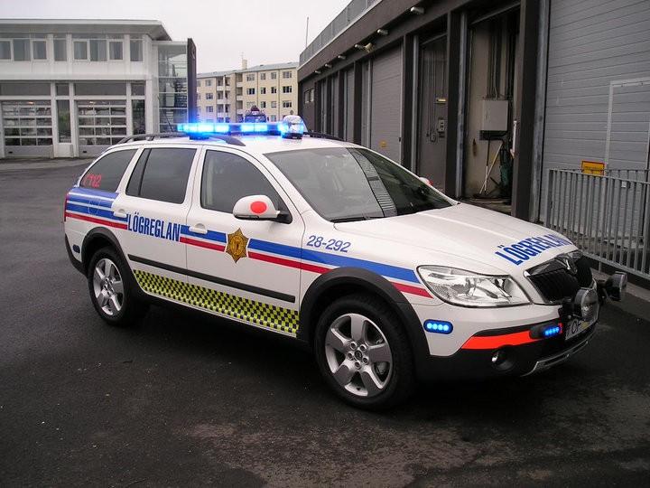Skoda au service de la police - Page 2 3893