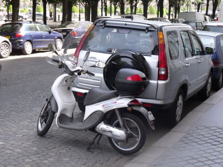 Police car photos peugeot scooter in paris for Garage scooter peugeot paris