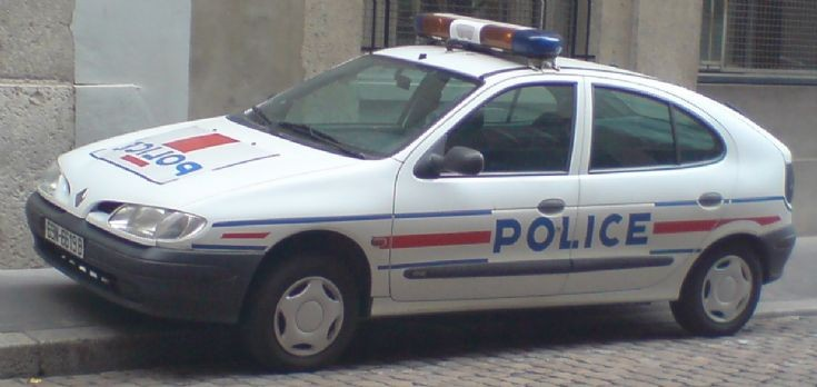 police car photos police nationale patrol car in lyon. Black Bedroom Furniture Sets. Home Design Ideas