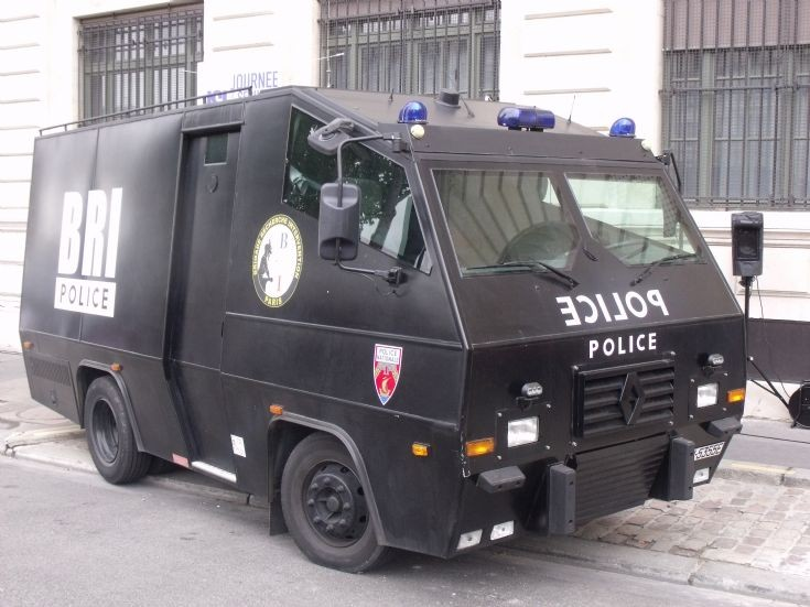 Police Car Photos Renault Truck Of The Bri