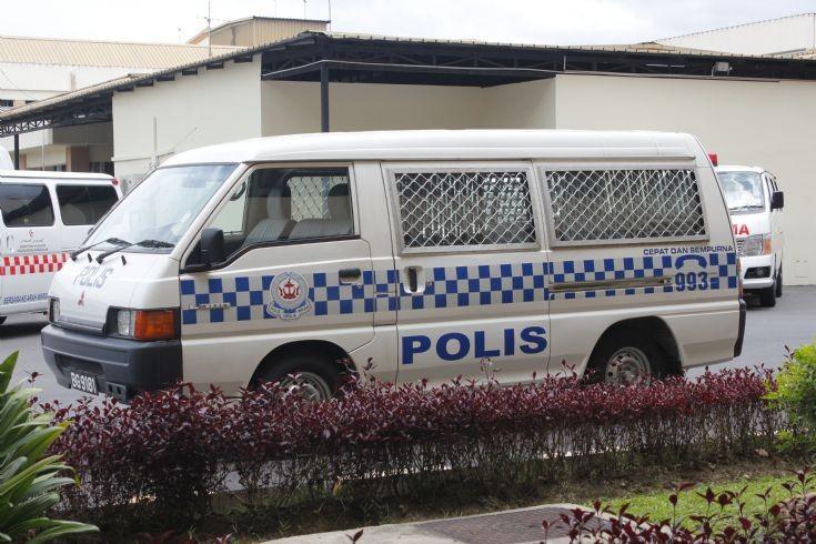 Mitsubishi L300 prisoner van
