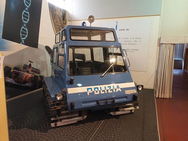 Polizia tracked vehicle