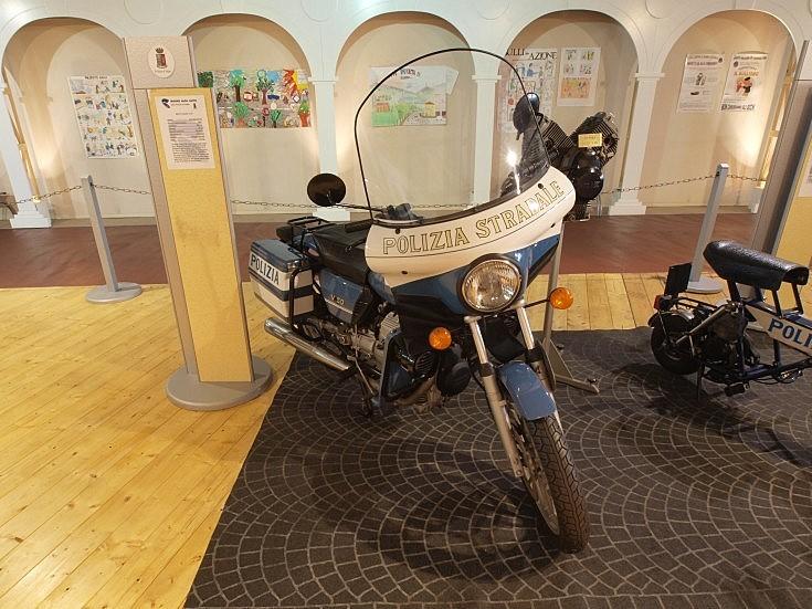 Moto Guzzi V50 police motorbike