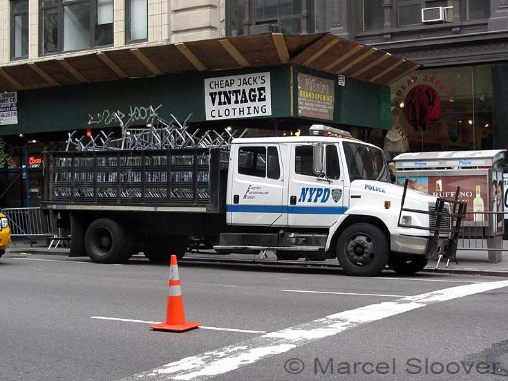 NYPD truck Freightliner Manhattan