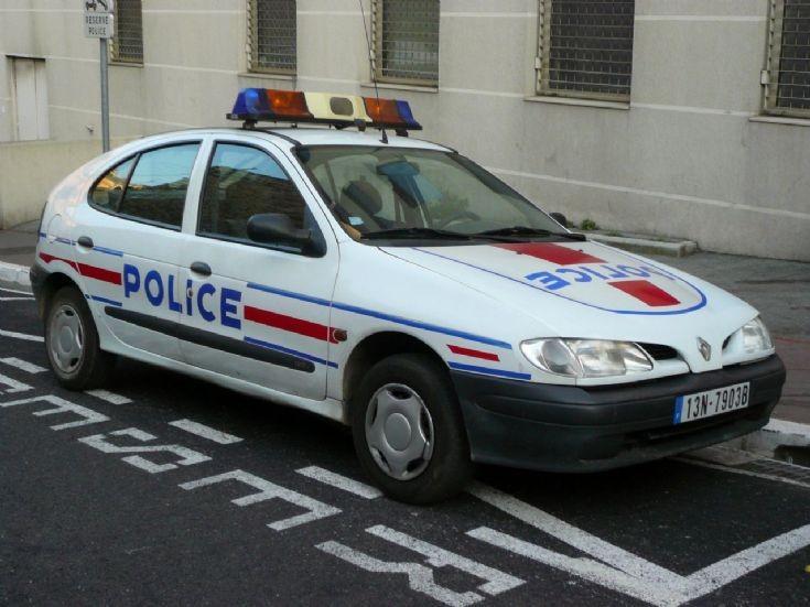 Police Renault Mégane in Toulon. 13N 7903B