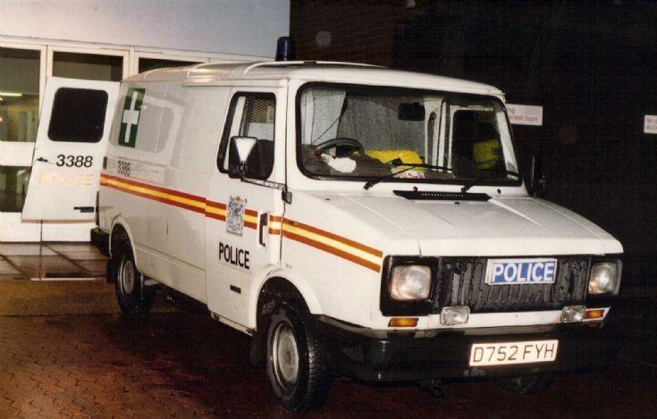 Met Police Ambulance D752FYH