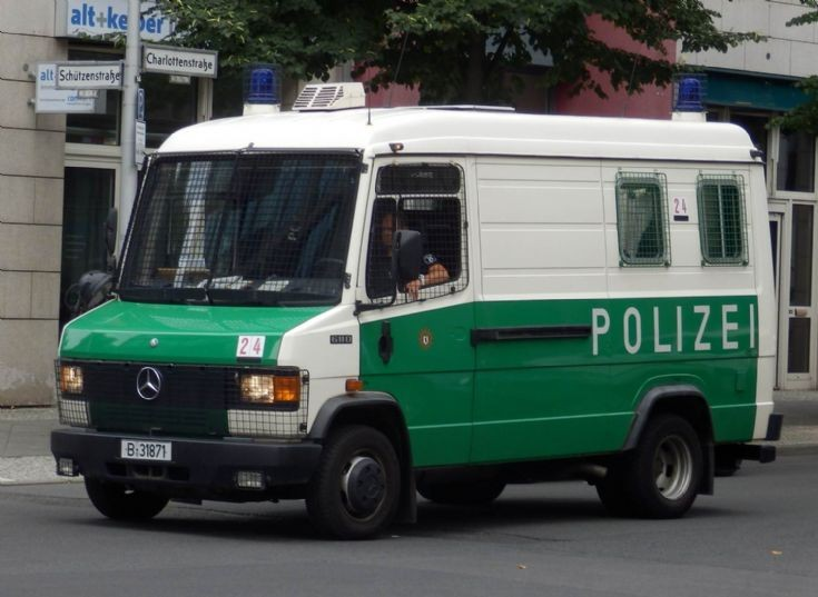 Mercedes Benz Van 611D