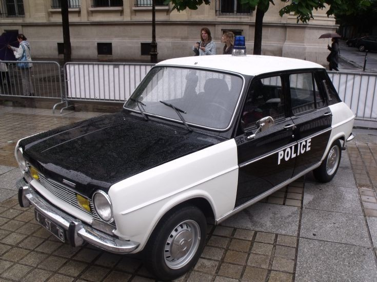 Simca 1100 of police.