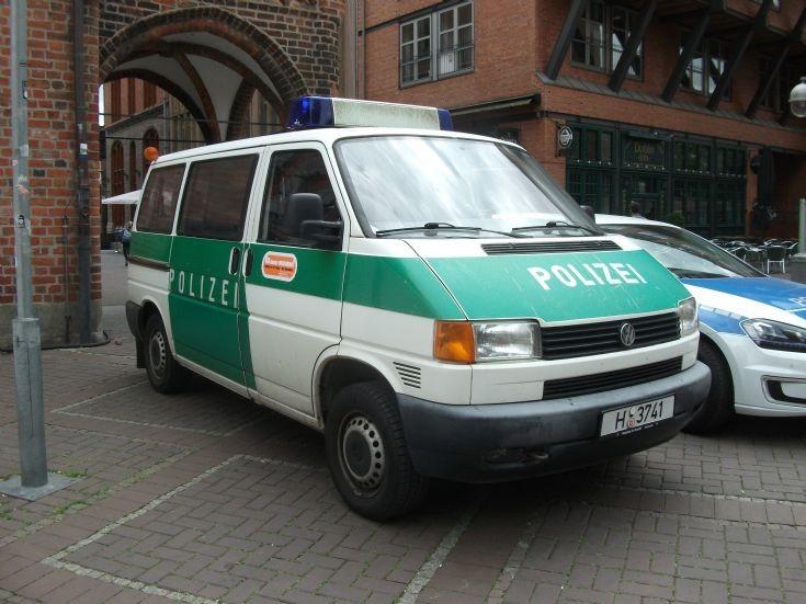 police car photos hannover vw old livery. Black Bedroom Furniture Sets. Home Design Ideas