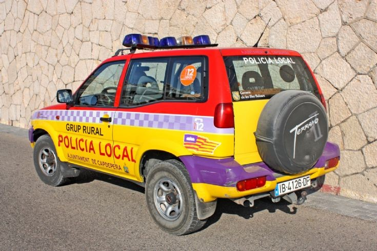 Nissan Terrano - Policia local