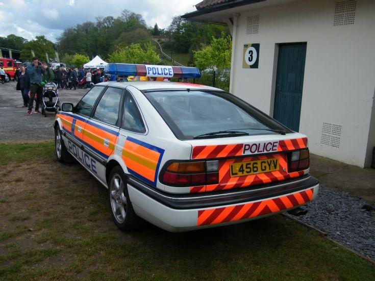 Metropolitan Police Rover 827