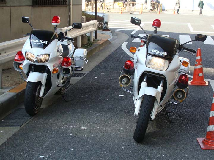 Tokyo PD  Honda motorcycles with red lights