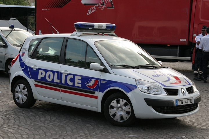 police car photos renault scenic police nationale paris. Black Bedroom Furniture Sets. Home Design Ideas